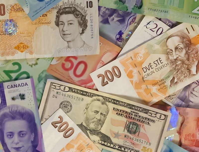 ¿Dónde hago el cambio de moneda al irte de viaje?