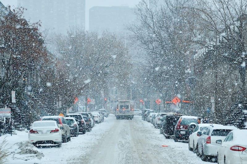 ciudad cubierta de nieve.